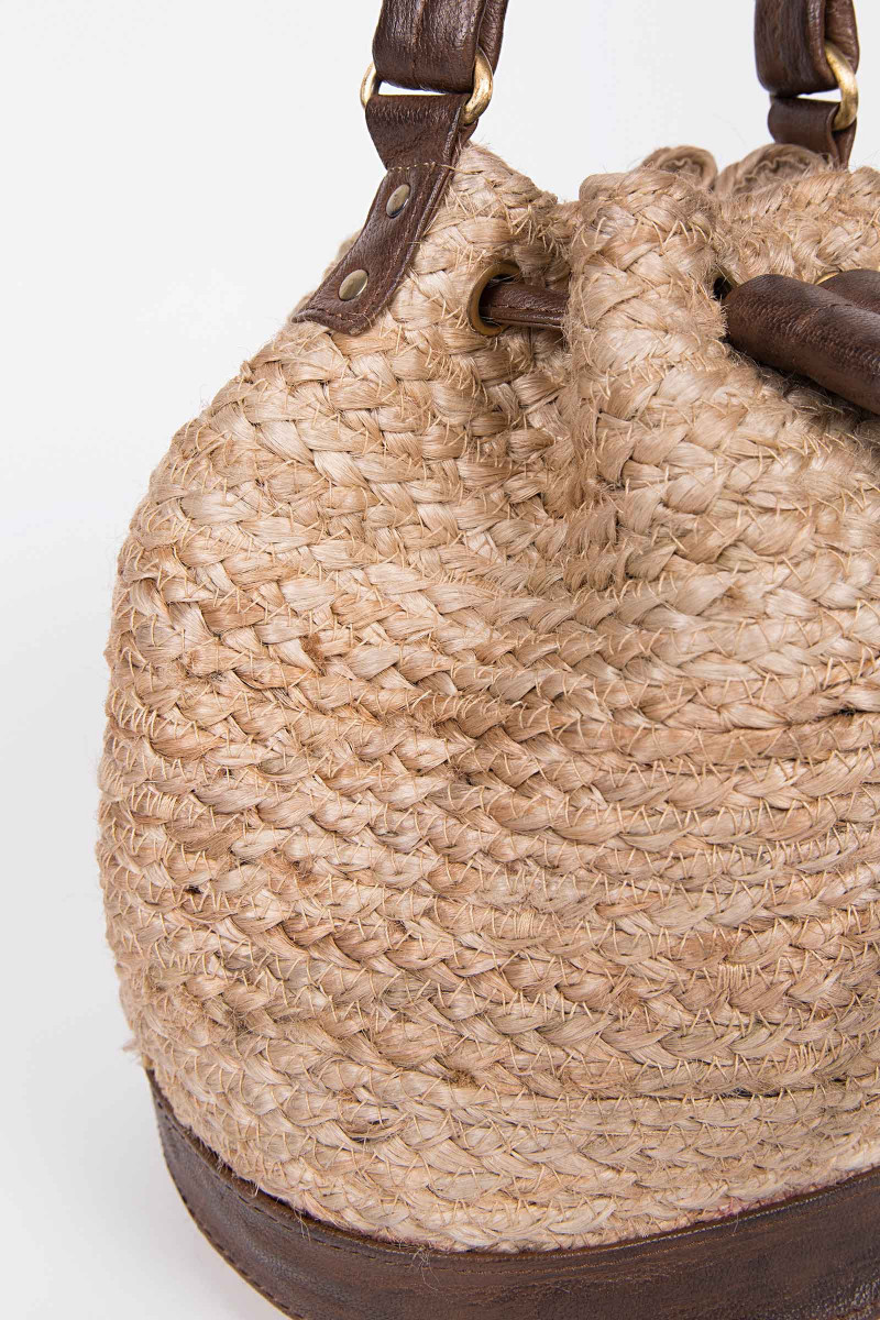 Pouch Style Wicker Bag  detail
