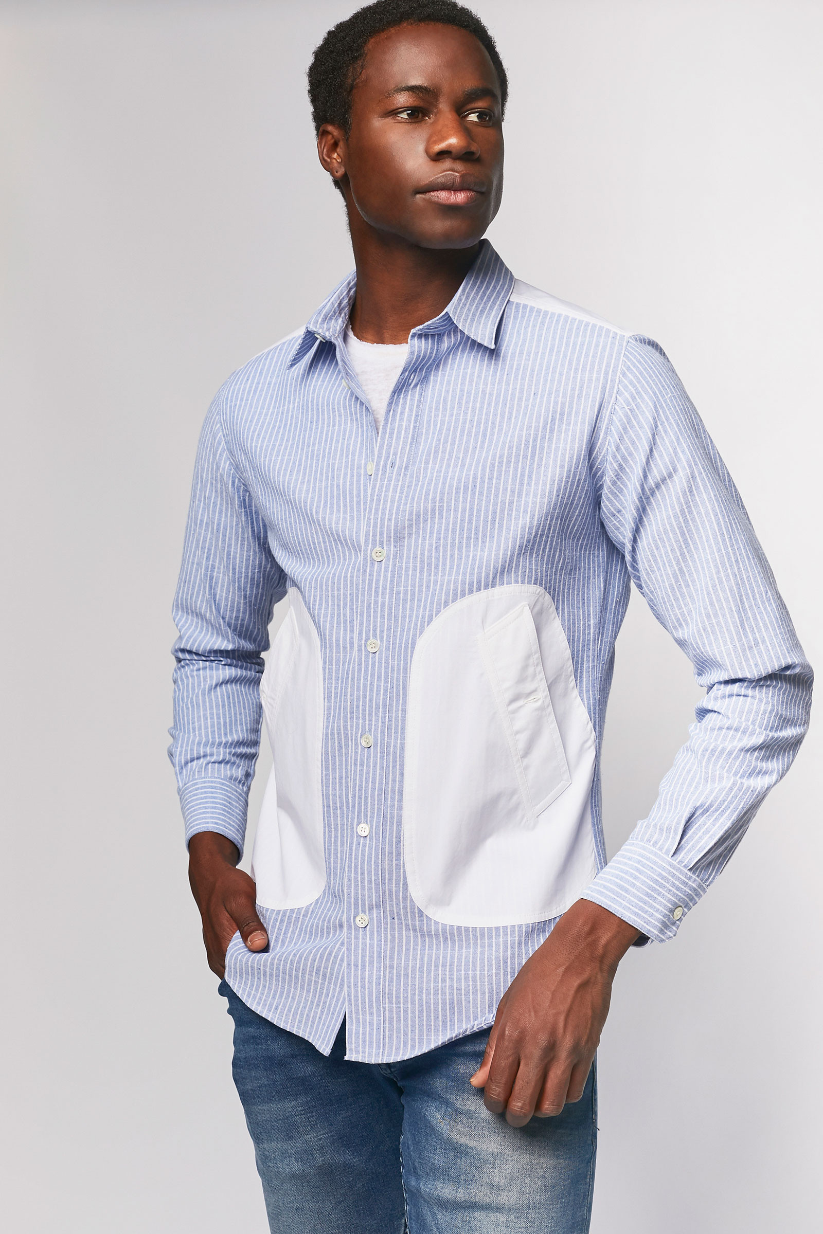 Torn blue shirt with side pockets Pockets cover