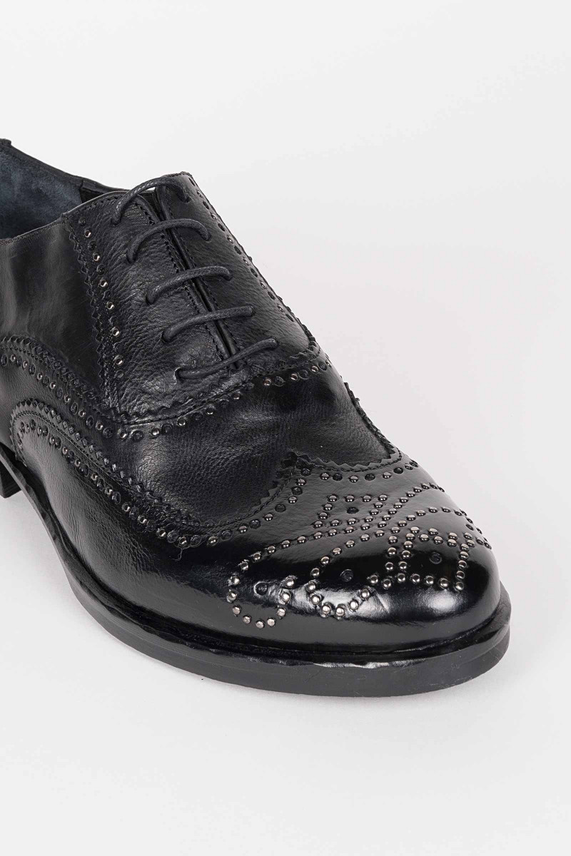 Oxford Tacks Shoe
