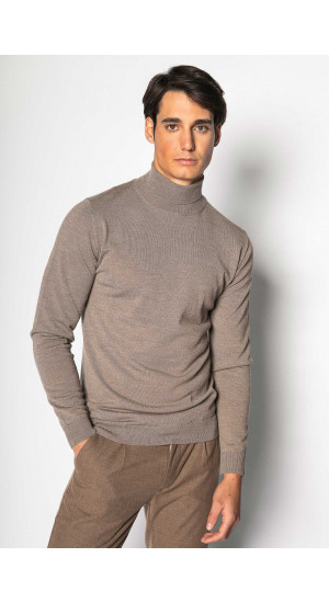 Beige Turtleneck Sweater Eduardo & Elisa Rivera