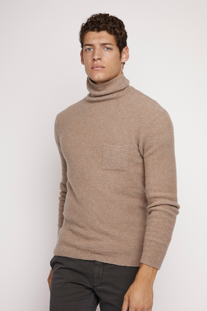 Jersey Cuello Vuelto Camel lateral
